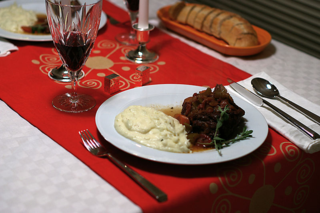 800px-Meat_and_potatoes_(2238427741)