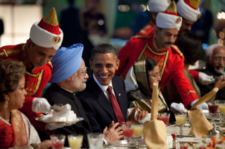 800px-Obama_and_Manmohan_Singh_at_state_dinner