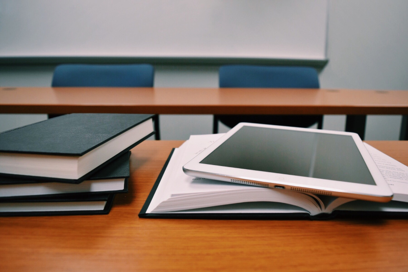 Books-classroom-close-up-289737 (1)